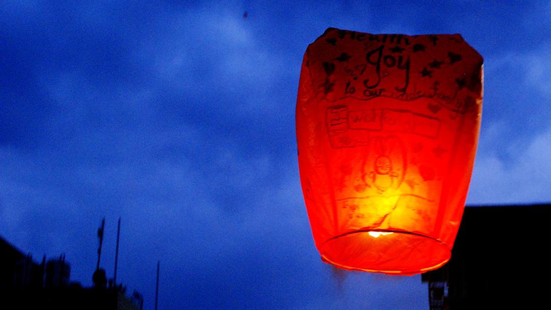 Releasing sky laterns in Shifen